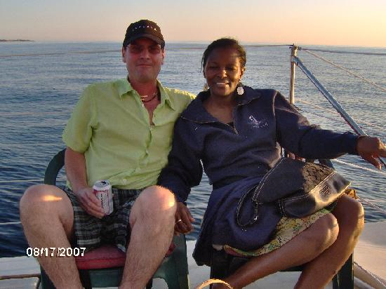 ‪ذا أيلاند هوم إن: Paul and Shavaughn on boat from  Aug 2007‬
