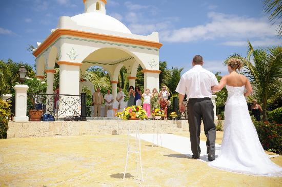 wedding picture of grand bahia principe bavaro punta