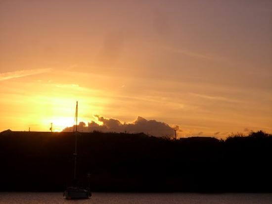 Dodgy Dock Restaurant and Lounge Bar: sunset