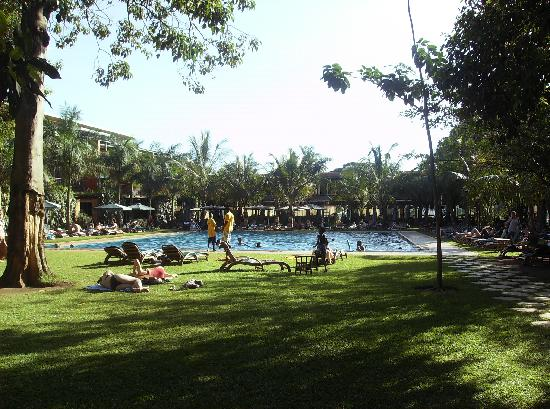 Kabira Country Club: view from swimming pool