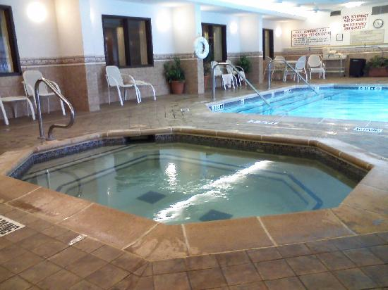 Drury Inn & Suites St. Louis Southwest: Hot tub and indooor/outdoor pool