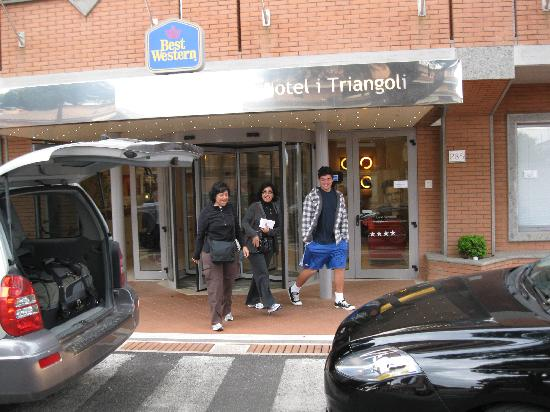 Best Western Hotel I Triangoli: Front door to hotel Triangoli