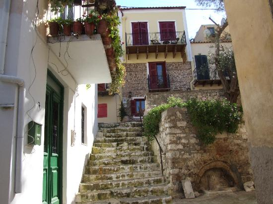 Pension Marianna : Steps up to the hotel