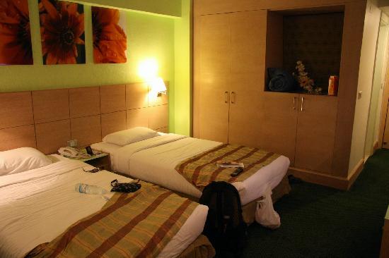Santana Hotel: remodeled room