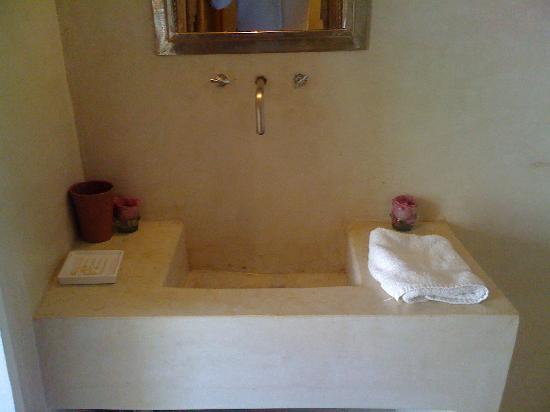 Riad Up: bathroom