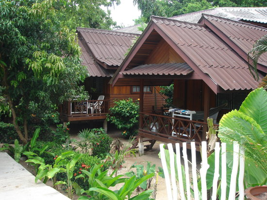 Silver Sands Beach: Silver Sands bungalows near the beach