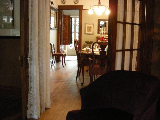 First Street Garden Inn: dining room