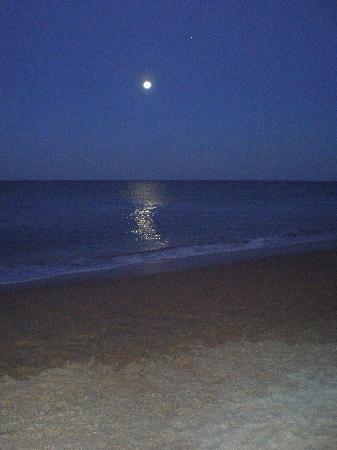 Cinnamon Beach at Ocean Hammock Beach Resort: Sundown at the beach. Beautiful!