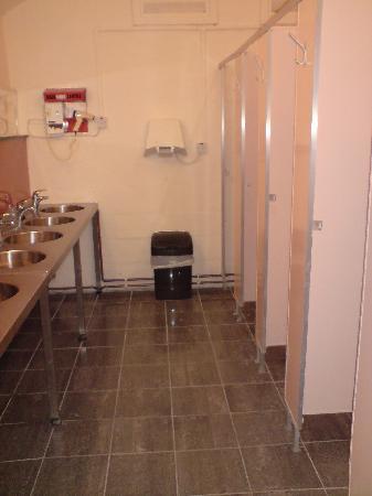 Bunchrew Caravan Park: Ladies toilets