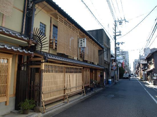 Traditional Kyoto Inn Serving Kyoto Cuisine IZUYASU: The ryokan, daylight