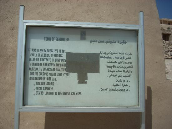 Tomb of Sennedjem: The sign outside the tomb entrance.