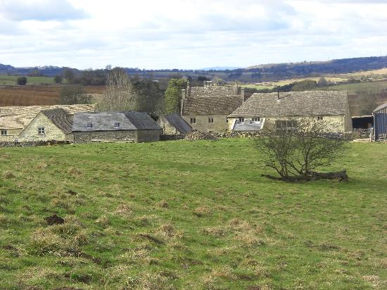 Tom's Barn: View from the fields to the barn