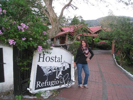 Hostal Garden by Refugio del Rio: entrance