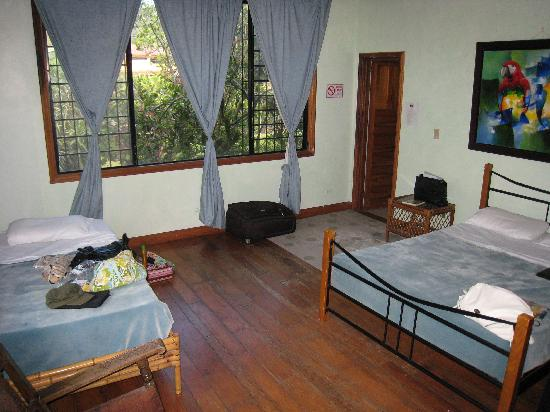 Hostal Refugio del Rio: Private bedroom with bath overlooking the river and garden.