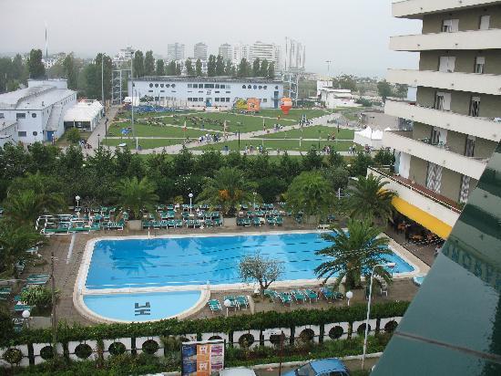 Cormoran Hotel : la piscina