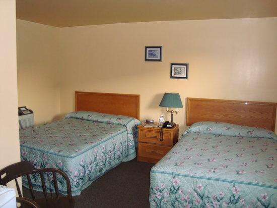 Silver Maple Motel: Room 16