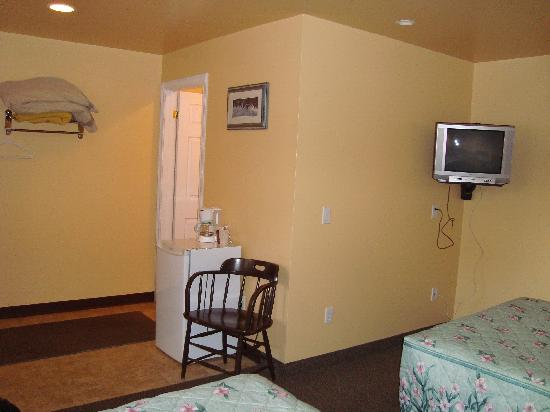 Silver Maple Motel: Room 16