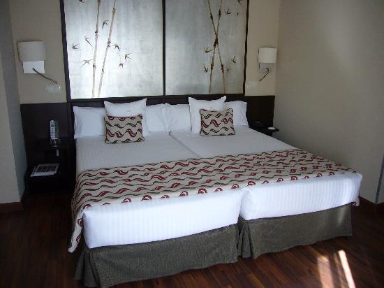 Hotel Paseo del Arte: cama