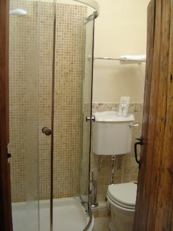 The Bay Horse Bed and Breakfast: The Bathroom