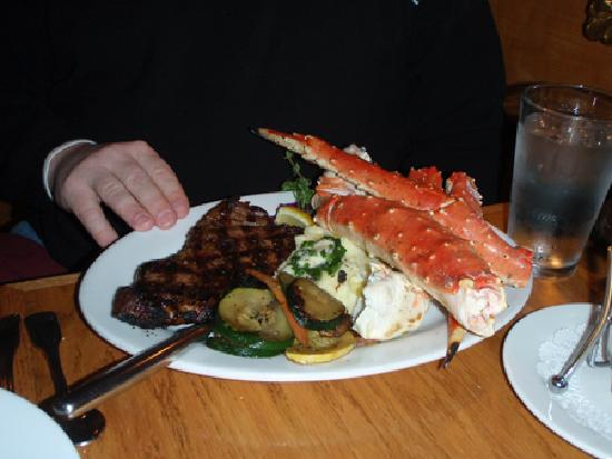 Steamers Steak and Seafood Restaurant : Surf and Turf - Delicious