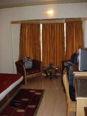 โรงแรม เดอะ โคโรเนต: Nice Sized Room