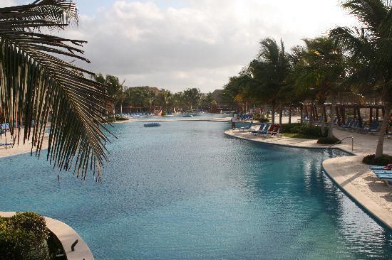 Barcelo Maya Colonial: Lots of Great Pools!!
