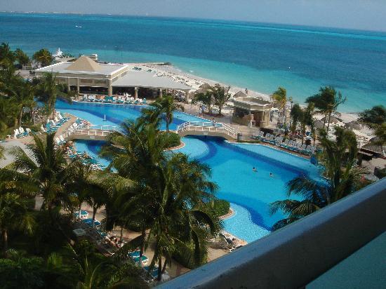 swim up bar picture of hotel riu caribe cancun. Black Bedroom Furniture Sets. Home Design Ideas