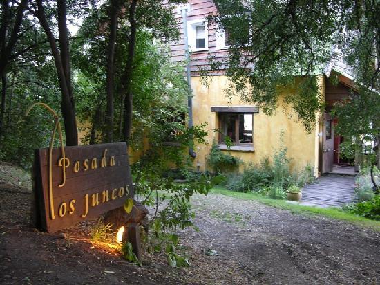 Los Juncos - Lake House: Entrance to Los Juncos