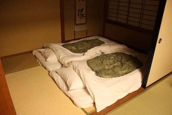 Hotel Senkei: The futons laid out in the sleeping area.