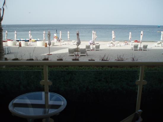 Radisson Blu Resort Fujairah: View from Balcony onto beach