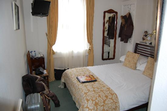 Crescent Guest House: Room 2