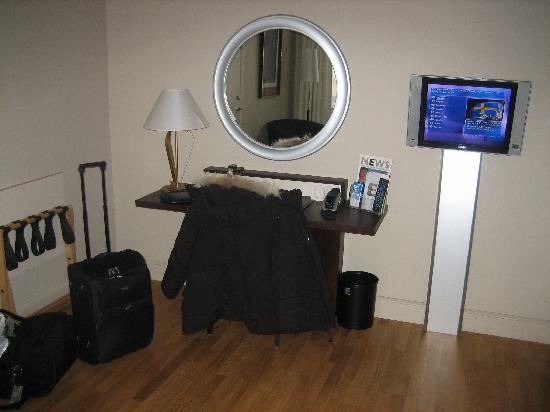 Elite Stora Hotellet: Part of a larger Deluxe room