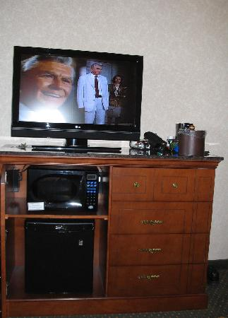 Drury Inn & Suites Indianapolis Northeast: Great TV, Microwave & Fridge