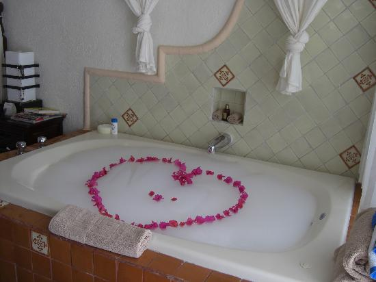 Hidden Beach Resort - Au Naturel Club: in-room jacuzzi bath - decorated by the maid!