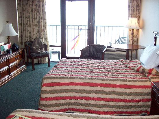 Windjammer Inn : Room & balcony overlooks pools & ocean