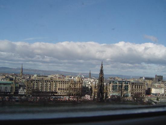 Capital View Apartments: vista su Princes Street