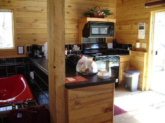 Percheron Paradise Romantic Hideaway: Kitchenette