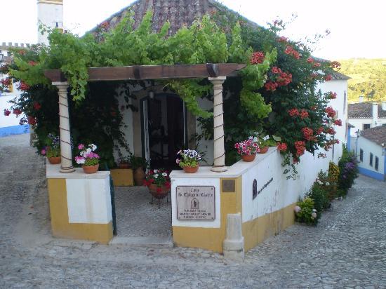 Casa de Sao Tiago do Castelo : entrance