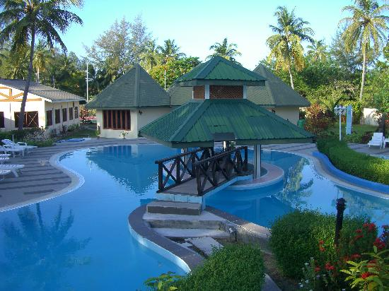 Equator Village: Swimming pool