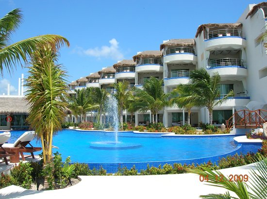 El Dorado Maroma, a Beachfront Resort, by Karisma: new section with swimouts and infinity