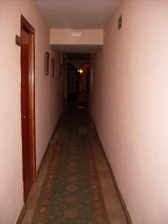 Hotel Mercedes : Dark corridor