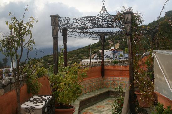 Dar Meziana: terraza con vistas al pueblo y montaña