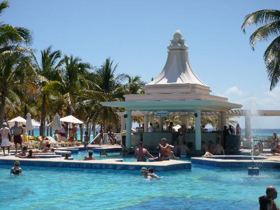 pool at riu palace riviera maya picture of hotel riu. Black Bedroom Furniture Sets. Home Design Ideas