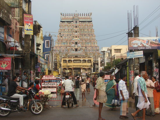 Tamil Nadu, India: Street leading to the Eastern Sanctum