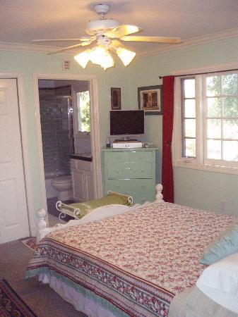 Elaine's Hollywood Bed and Breakfast: Green Room