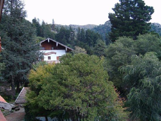 Hotel Las Verbenas : El hotel desde la montaña