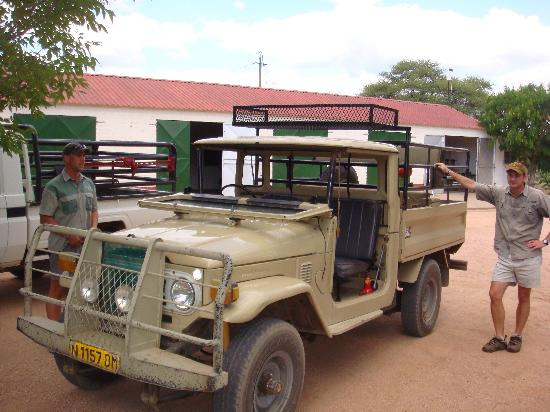 Khan River Lodge : Old Land Cruiser for game drives