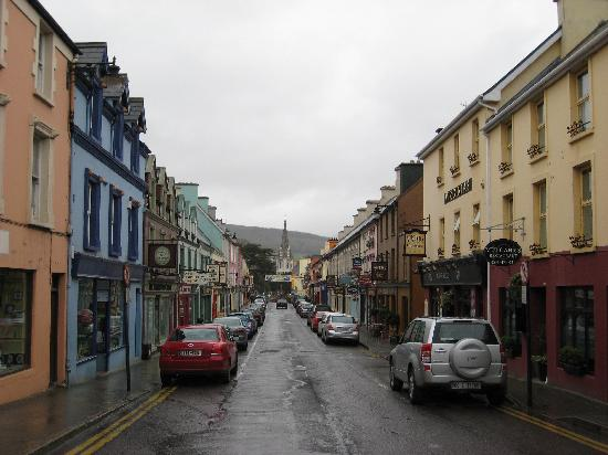Virginia's Guesthouse Kenmare: downtown Kenmare