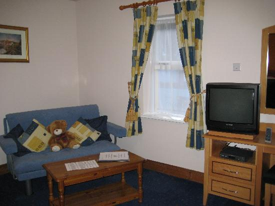 Virginia's Guesthouse Kenmare: seating area in room #21