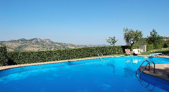 Verucchio, Italy: la spettacolare piscina